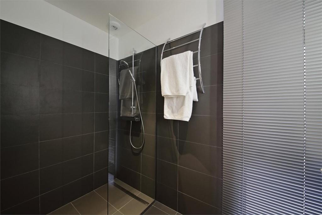 C mo limpiar la mampara de ducha de vidrio - Como limpiar la mampara de la ducha ...